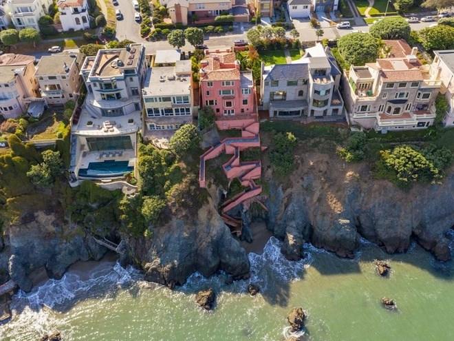 """Tuy vậy, căn nhà được rao bán với giá 13,7 triệu USD và """"đang được ký hợp đồng mua bán"""