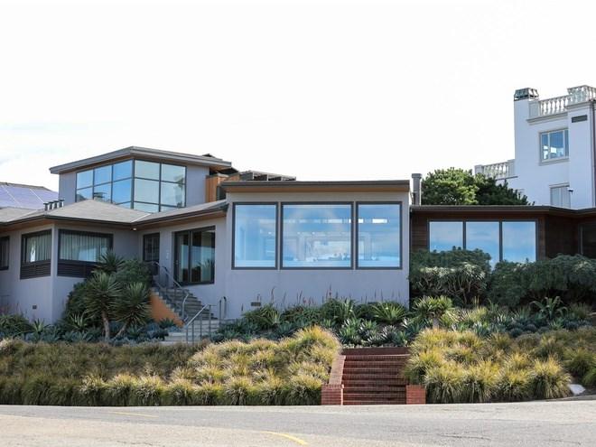 Nhưng tại đây cũng có một số căn hiện đại. Ngôi nhà này trong ảnh được rao bán lần cuối vào năm 2010 với giá 3 triệu USD.