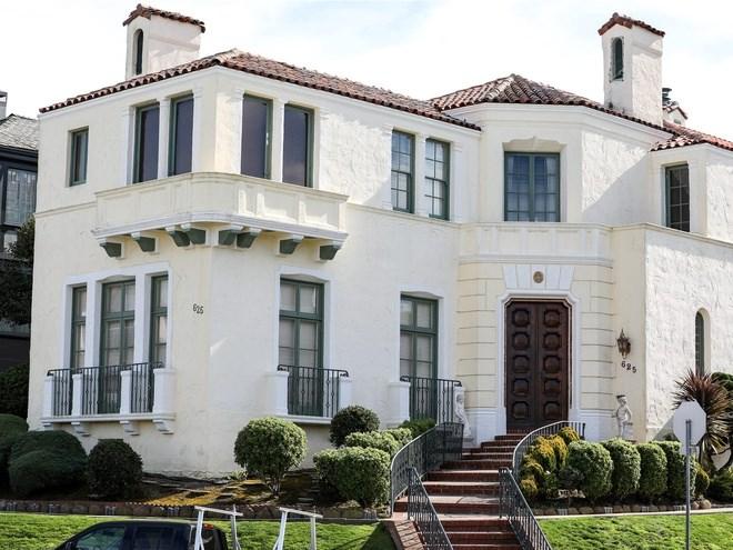 Theo ước tính của trang bất động sản Zillow, căn nhà 2 tầng từ năm 1927 này trị giá khoảng 5 triệu USD.