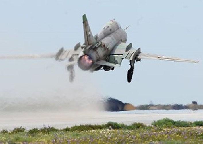 Và để dòng cường kích này trở thành chiến đấu cơ đa năng thực sự, nhà sản xuất Nga còn trang bị cho máy bay các hệ thống điện tử hàng không và phần mềm điều khiển hiện đại, cho phép tương thích với cả vũ khí hệ Nga lẫn NATO.