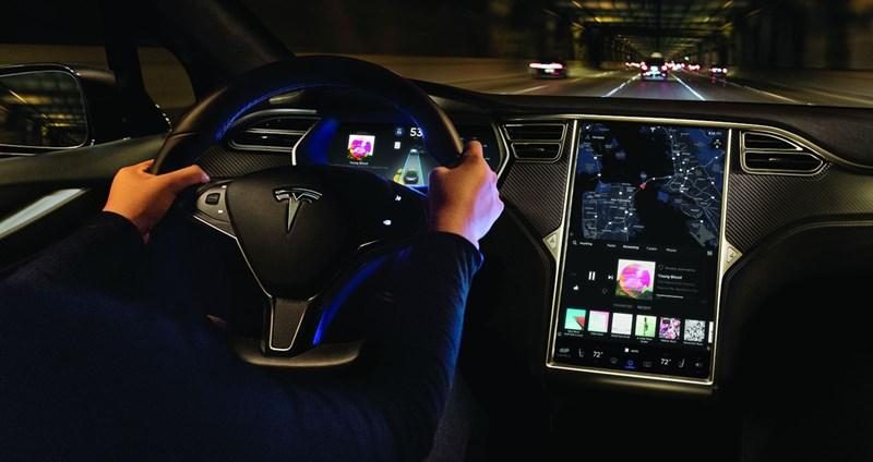 Tesla sở hữu đội ngũ phát triển phần mềm riêng để vận hành hiệu quả việc bán lẻ, làm hài lòng cả những nhóm khách hàng khó tính nhất.