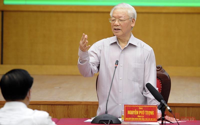 Tổng Bí thư Nguyễn Phú Trọng, Bí thư Quân ủy Trung ương trình bày Chương trình hành động tại buổi tiếp xúc cử tri. (Ảnh: ĐĂNG KHOA)