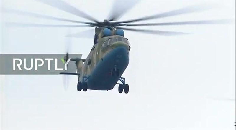Trọng lượng cất cánh tối đa của Mi-26 lên tới 56 tấn, chúng có thể chở theo 20 tấn hàng hóa hoặc tới 90 binh lính.
