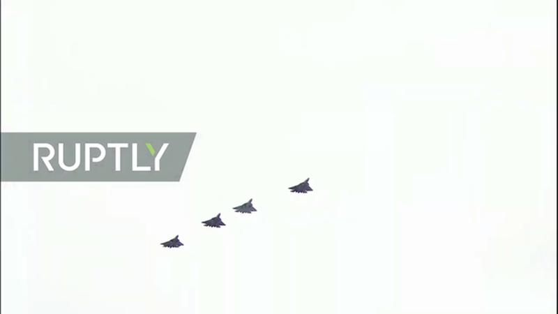 Đây là hình ảnh những máy bay Su-57, loại chiến đấu cơ tàng hình mạnh nhất hiện nay của Nga. Dự kiến Nga sẽ nhận lô chiến đấu cơ Su-57 đầu tiên vào năm 2022.