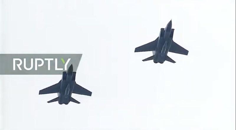 Mikoyan MiG-31 (Foxhound) là dòng tiêm kích đánh chặn siêu âm mạnh nhất của Không quân Nga hiện nay. Phiên bản MiG-31K có khả năng mang theo tên lửa siêu âm Kh-47.
