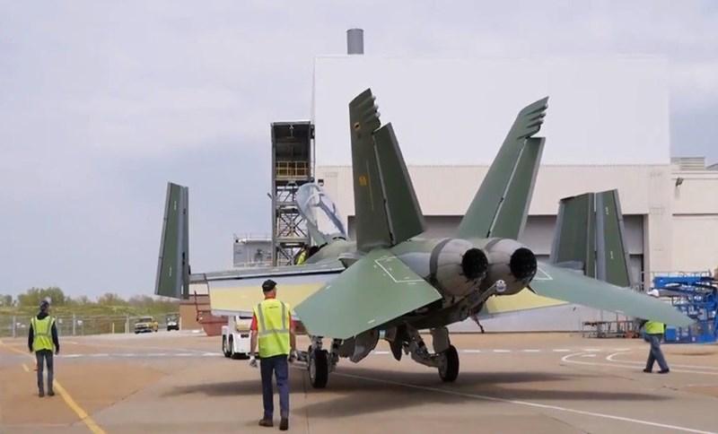 Nhà sản xuất cho biết, F/A-18 Block III Super Hornet có thể dễ dàng kiểm soát và chỉ huy các máy bay không người lái khi làm nhiệm vụ tấn công đối phương.