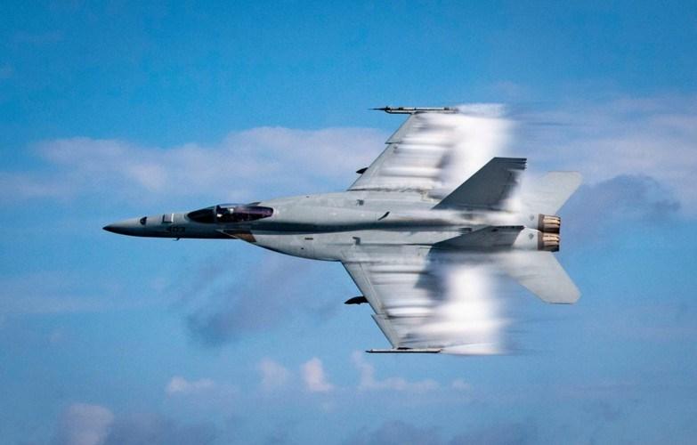 Việc sở hữu màn hình lớn sẽ giúp cho phi công kiểm soát các thông số tốt hơn trong chiến đấu.
