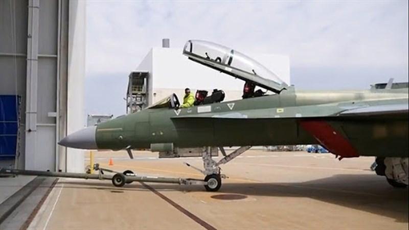 Mỹ tiếp tục phát triển phiên bản kết tiếp của dòng tiêm kích hạm nổi tiếng với định danh F/A-18 Block III Super Hornet. Với việc ứng dụng nhiều công nghệ của tiêm kích thế hệ thứ 5, dòng tiêm kích hạm mới của Mỹ được cho là có sức mạnh vượt trội.