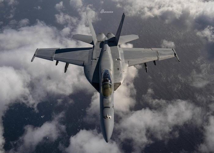 Vì IRST21 là một hệ thống thụ động nên chúng không phát ra sóng vô tuyến nên F/A-18 Block III Super Hornet khả năng ẩn mình trước sự phát hiện của các khí tài điện tử trên tiêm kích đối phương.