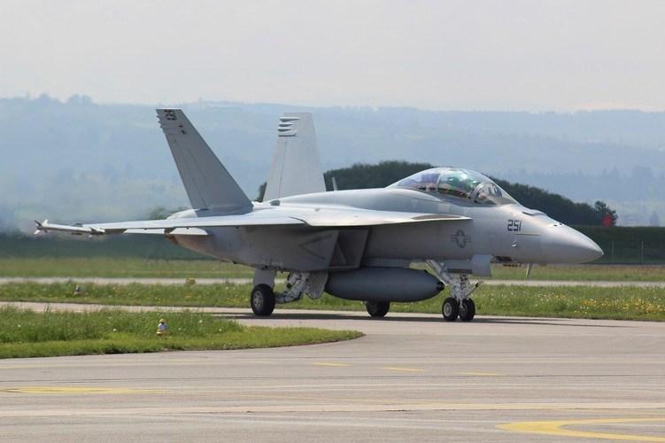 F/A-18 Block III Super Hornet được hãng Lockheed Martin trang bị hệ thống cảm biến IRST21. Hệ thống này sẽ kết hợp cùng với hệ thống ngắm-trinh sát Legion Pod cho phép máy bay phát hiện và theo dõi chính xác mục tiêu ở tầm xa.