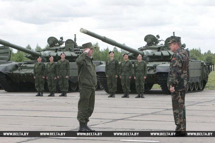 Hiện tại quân đội Belarus có trong biên chế khoảng 535 xe tăng T-72 với nhiều biên thể sửa đổi khác nhau, sẽ có một số lượng lớn được nâng cấp theo chuẩn T-72B3, bài báo nêu rõ.