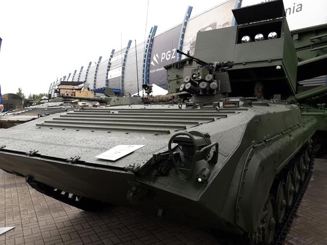 Brimstone là tên lửa chống tăng không đối đất tiên tiến trang bị cho máy bay chiến đấu, tuy nhiên ở tổ hợp vũ khí mới của Ba Lan thì vũ khí này đã được sửa đổi thành phiên bản đất đối đất.