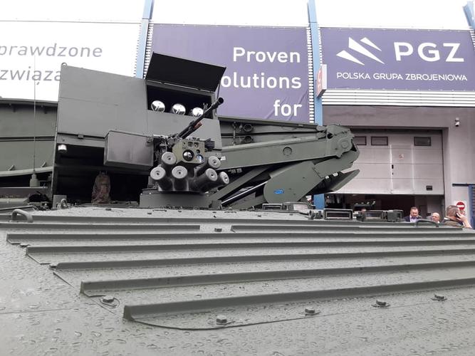 Cụ thể, họ nói về sự cần thiết phải triển khai những hệ thống tên lửa chống tăng gắn trên các phương tiện bọc thép của quân đội Ba Lan, cụ thể đó là tên lửa Brimstone.