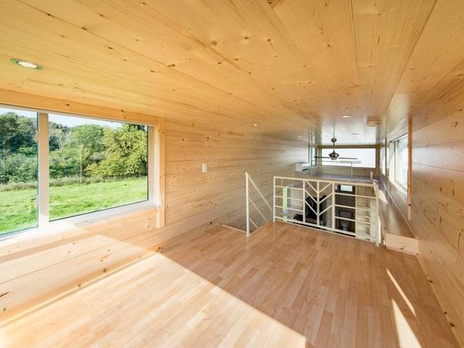 Phòng ngủ trên gác xép cũng có cửa sổ lớn để đón ánh sáng. Tùy theo yêu cầu, một phòng ngủ có thể thiết kế thành không gian vui chơi cho trẻ em. Ảnh: Escape Homes.
