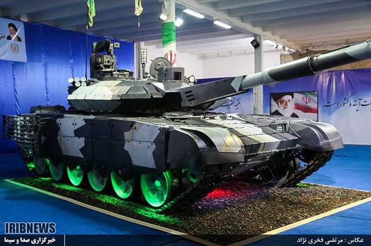 Xe tăng Karrar được trang bị các lớp giáp phản ứng nổ đi kèm giáp lồng che kín toàn bộ các vị trí xung yếu ở mặt trước, tháp pháo cũng như bên hông, mang lại độ an toàn rất cao.