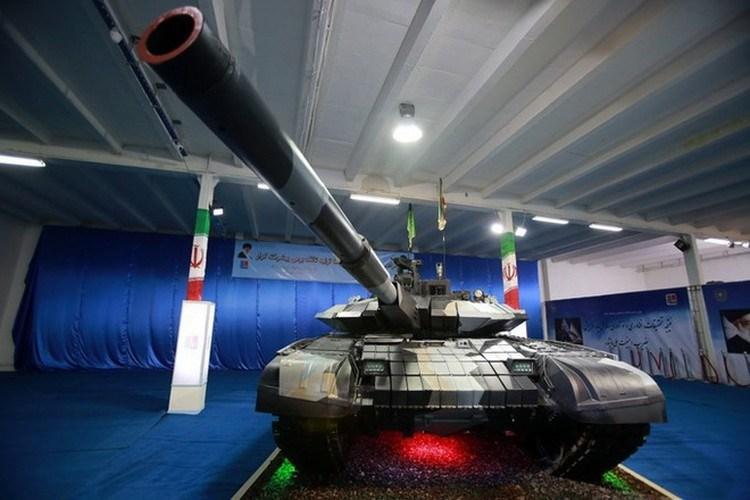 Quân đội Iran cho biết, Karrar không hề thua kém, thậm chí có điểm còn trội hơn xe tăng T-90MS đang được Nga mang đi chào hàng khắp khu vực Trung Đông.