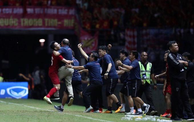 [Video] HLV Park Hang-seo ghi dấu trong trận thắng Thái Lan  - Ảnh 2