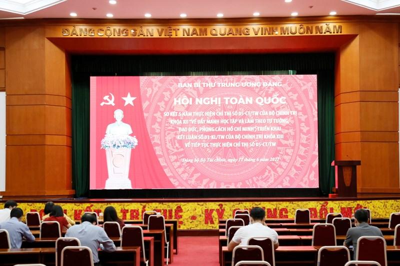 Cán bộ, đảng viên Đảng bộ Bộ Tài chính tham dự