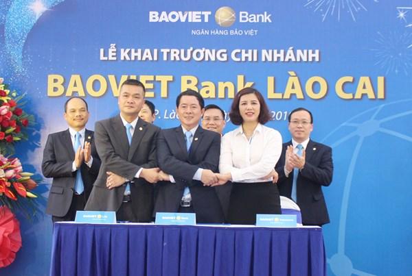 BAOVIET Bank chi nhánh Lào Cai ký kết hợp tác với các đơn vị