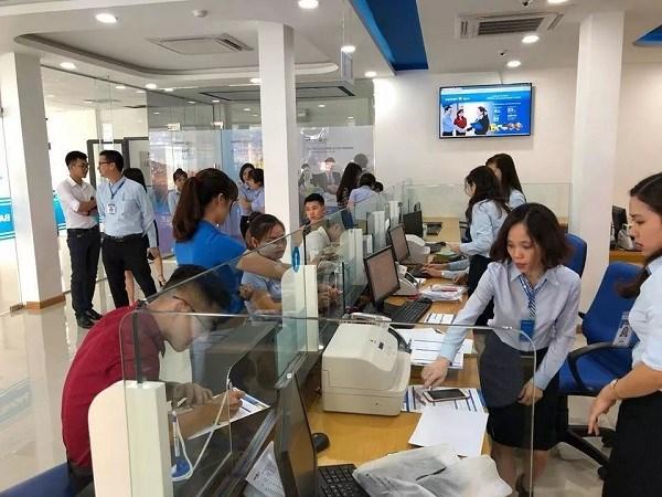 Khách hàng đến giao dịch tại BAOVIET Bank Chi nhánh Lào Cai