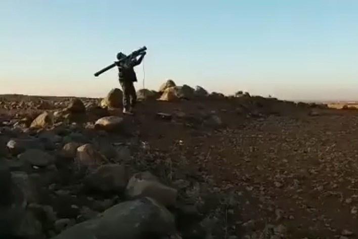 Truyền thông khu vực vừa đăng tải những hình ảnh về việc nhóm phiến quân tại miền Bắc Syria có trong tay tên lửa phòng không vác vai (MANPADS) Yerli tối tân do Thổ Nhĩ Kỳ chế tạo.