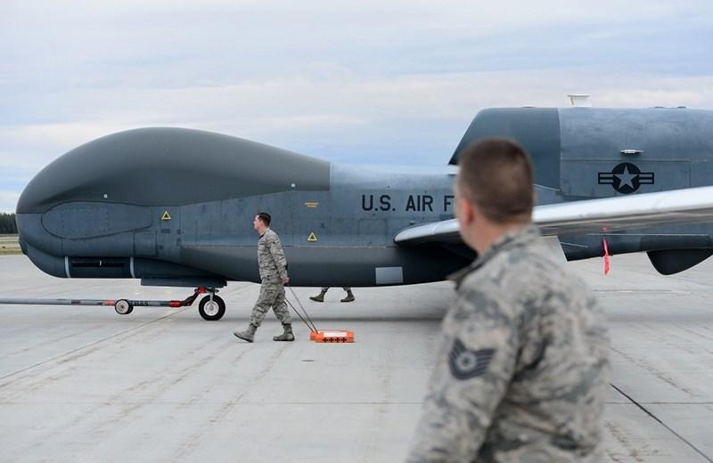 Trong khi đó kênh truyền hình RT của Nga cho biết, Iran đã bắn hạ một chiếc máy bay trinh sát RQ-4 Global Hawk của Mỹ bay trên bầu trời tỉnh Hormuzgan.