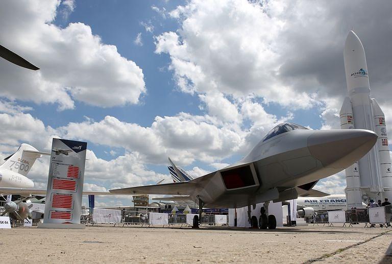 Tại triển lãm hàng không Paris, Thổ Nhĩ Kỳ đã trưng bày một mô hình kích thước thật của máy bay chiến đấu tương lai ở thời điểm nước này chuẩn bị Mỹ đưa rời khỏi chương trình F-35.