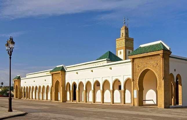 Các chuyên gia ước tính khoảng 200 triệu USD tiền thuế của người dân Morocco được nộp về hoàng gia. Trong số đó, chỉ có khoảng vài triệu đô la dùng chi trả cho nhân viên và thanh toán tiền điện nước của hoàng gia.