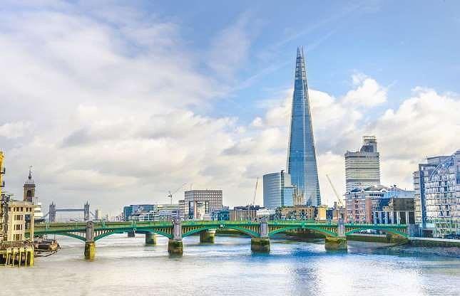 Tài sản của hoàng gia Qatar phải kể đến kim tự tháp chọc trời Shard ở Anh, trung tâm mua sắm Harrod, lượng cổ phần lớn trong New York's Empire State Building và các tập đoàn nổi tiếng như Volkswagen, Barclays and Tiffany & Co.