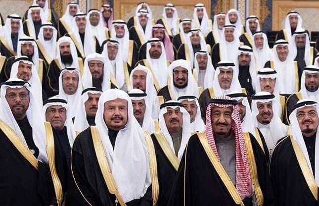 1. Hoàng gia Ả Rập Saudi: Đứng đầu danh sách chính là gia tộc đứng đầu Ả Rập Saudi, với lượng tài sản lên đến 1.700 tỉ đô la Mỹ.