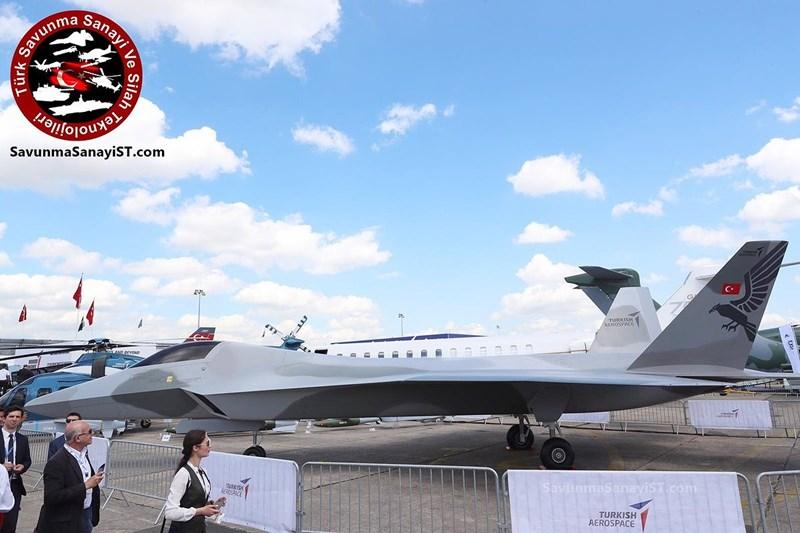 Chiếc máy bay này sẽ có trọng tải cất cánh tối đa 28 tấn, trần bay 18.000m và bán kính chiến đấu 1.300km. Nó cũng sở hữu thiết kế kiểu tàng hình với khoang vũ khí nằm trong bụng máy bay.