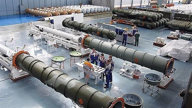S-500 vẫn phải mang theo đầu đạn lớn, chưa được trang bị công nghệ đánh chặn bằng động năng tối tân mà các tên lửa phòng không của Mỹ đang áp dụng.
