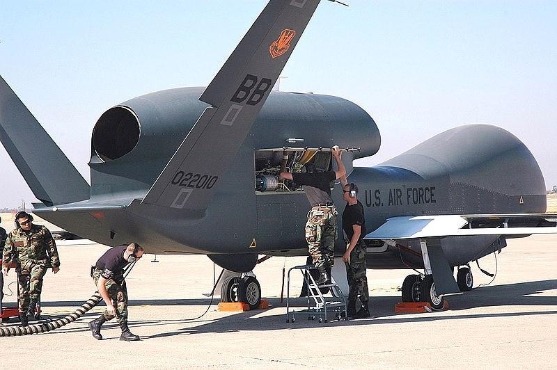 Vấn đề được thắc mắc nhiều nhất hiện nay đó là tại sao chiếc UAV trinh sát tối tân này của Mỹ lại mạo hiểm bay sâu vào không phận Iran một cách không cần thiết, trong khi nó lại là mục tiêu rất dễ bị bắn rơi?