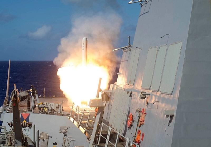 Theo báo cáo, chiến hạm Mỹ Mỹ đã bắn tên lửa hành trình đối đất BGM-109 Tomahawk vào một cuộc họp của các chỉ huy thánh chiến ở vùng nông thôn phía Tây của tỉnh Idlib.