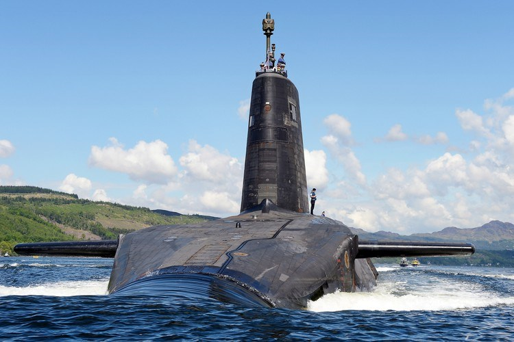 Tuy nhiên các chuyên gia quân sự từ Moskva gọi lời cảnh báo của quân đội Anh là vô lý, so sánh sự xuất hiện của chỉ hai tàu chiến và một tàu ngầm ngoài khơi Nga là hành động vô ích.