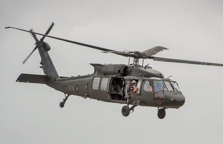 Ngoài vai trò quân sự, UH-60M còn được trang bị cho các cơ quan dân sự và thực thị pháp luật của Mỹ như Bộ Ngoại giao, Biên phòng, Cục điều tra liên bang hoặc cảnh sát các bang.