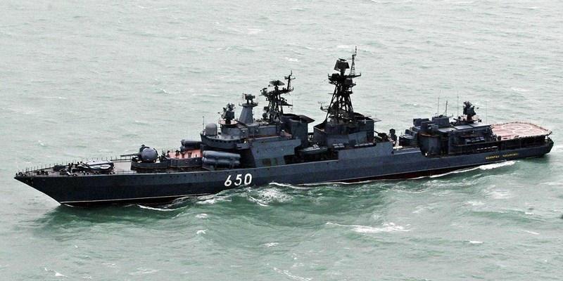Ngoài ra, khu trục hạm lớp Udaloy còn được bổ sung thêm 2 trực thăng săn ngầm Kamov Ka-27. Mỗi chiếc mang được 1 ngư lôi hạng nhẹ và 36 phao định vị thủy âm.