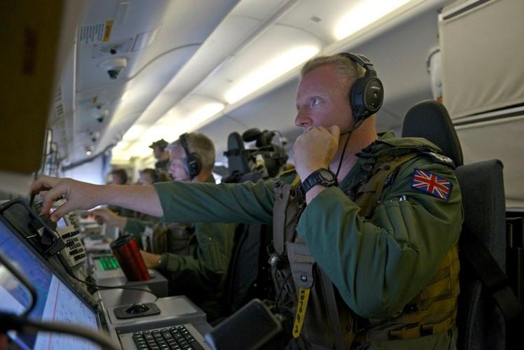 Các tên lửa như: Tên lửa đối hạm Harpoon, tên lửa tấn công mặt đất SLAM (hoặc AGM-65 Maverick), tên lửa không đối không AIM-9 Sidewinders (hoặc AIM-120 ARMAM) sẽ được gắn ở những điểm cứng dưới cánh máy bay.