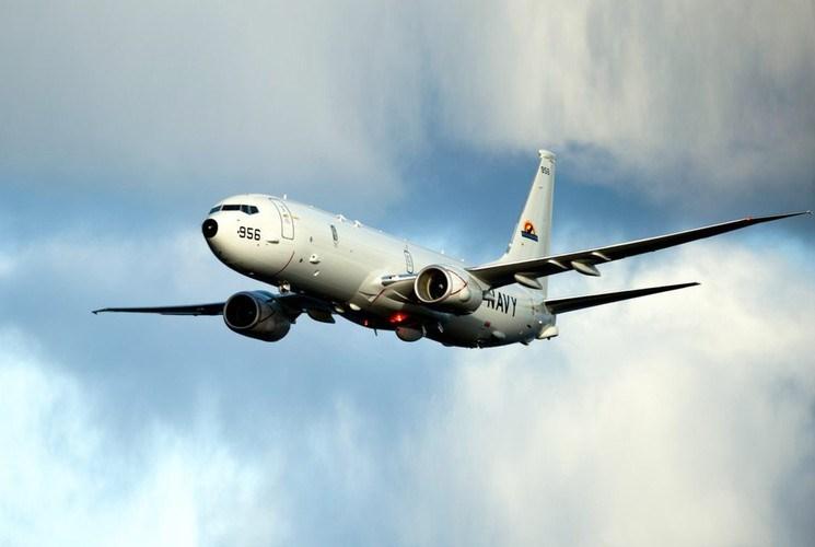 Phi hành đoàn của loại máy bay này gồm 9 người, trong đó có 2 phi công và 7 nhân viên kỹ thuật.