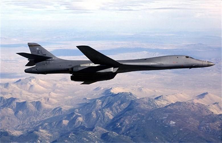 Máy bay có tầm hoạt động 12.000 km; trần bay 18.000 m; khối lượng vũ khí mang theo gồm 23.000 kg trên 6 giá treo ngoài và 34.000 kg ở 3 khoang trong thân.