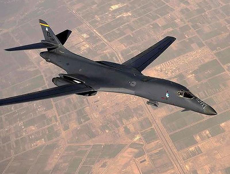 Radar khẩu độ tổng hợp của B-1B có khả năng theo dõi, tấn công chính xác mục tiêu di chuyển cũng như các chế độ tự bắt mục tiêu và vẽ bản đồ địa hình.