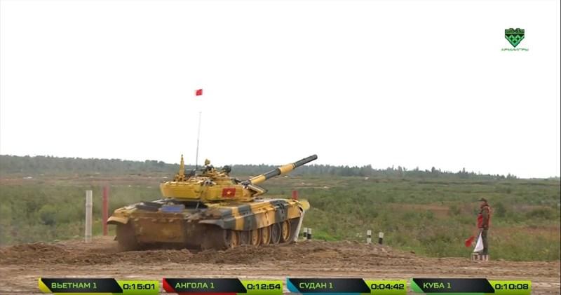 Một đội tuyển khác cũng thu hút được khá nhiều sự quan tâm đó là kíp lái xe tăng của Lào, bạn đã rất đầu tư khi luyện tập bằng xe tăng T-72B1MS Đại bàng trắng vừa nhận, tuy nhiên thành tích vẫn chỉ là 41 phút.