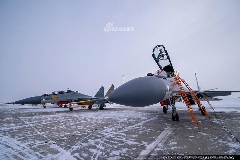Đây chính là nỗ lực mới nhằm hợp nhất dây chuyền sản xuất dòng tiêm kích T-10 (bao gồm gia đình Su-27/30/33/34/35), khi mà ban đầu 2 nhà máy của Sukhoi bao gồm KnAAPO và Irkut đảm nhiệm sản xuất Su-27.