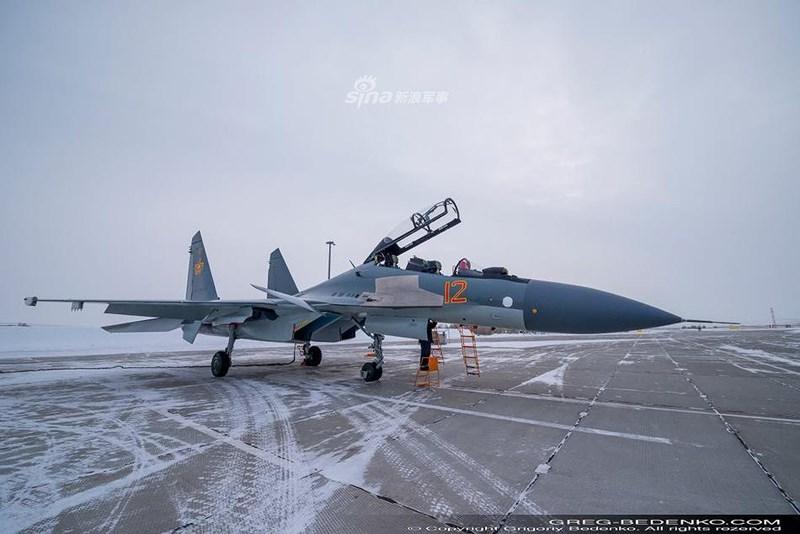 Ngoài ra máy bay còn được tích hợp radar mảng pha quét thụ động N035 Irbis (cũng là loại đang lắp cho Su-35) để thay thế cho radar N-11M BARS cơ bản.