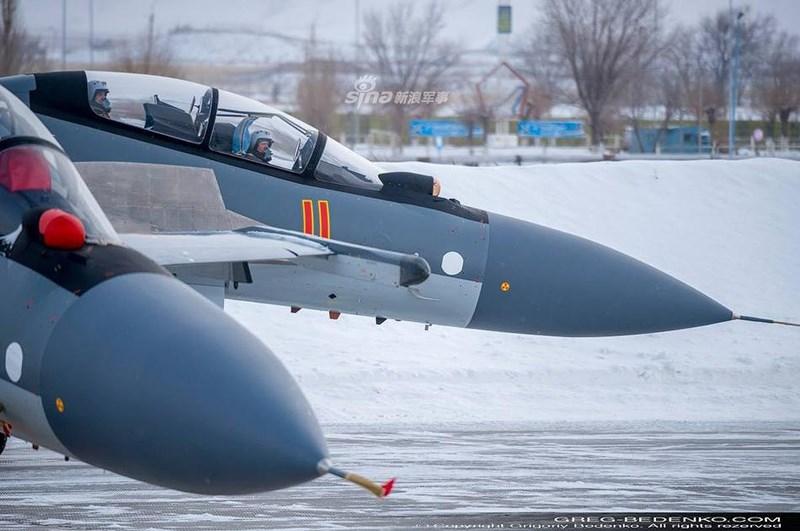 Cụ thể, Su-30SM với cặp cánh mũi và động cơ 2D TVC cũng cho độ cơ động chẳng kém gì khi lắp động cơ 3D TVC, hơn nữa giới hạn chịu quá tải của máy bay vẫn chỉ ở mức 9G mà thôi.