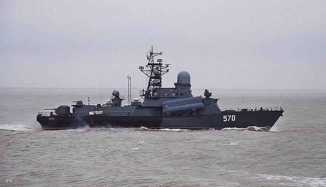 Hỏa lực chính của tàu là 6 tên lửa đối hạm P-120 Malakhit có trọng lượng 3.000 kg; tốc độ Mach 0,9; tầm bắn 110 km; mang theo đầu đạn bán xuyên giáp nặng 500 kg hay đầu đạn hạt nhân 200 kT.