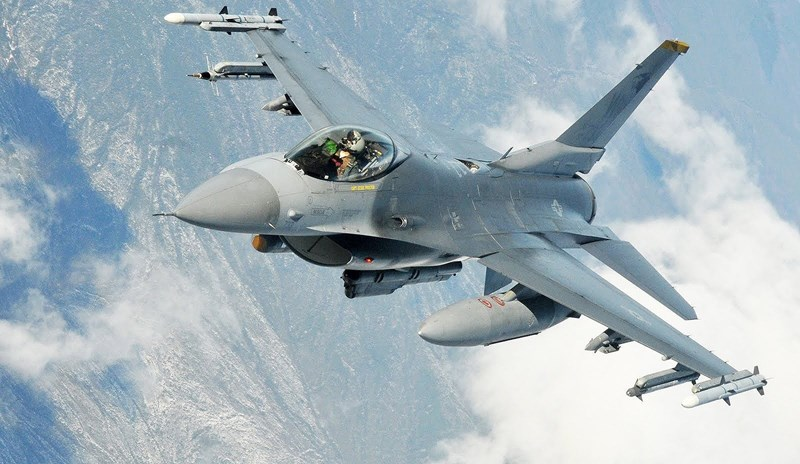 Đây là một công nghệ cao cấp chỉ được Mỹ chia sẻ cho một vài đồng minh thân thiết, máy bay với lớp phủ HAVE GLASS II sẽ giảm được diện tích phản xạ radar đi 20 - 30%, kết hợp cùng radar AESA khiến nó thấy trước và bắn trước kẻ thù.
