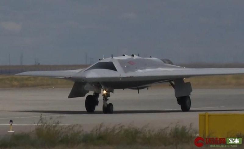 Ngoài ra lĩnh vực máy bay không người lái thông thường cũng chưa bao giờ là thế mạnh của Nga, họ đang bị tụt hậu so với các đối thủ một khoảng cách rất lớn, vì vậy việc bước thẳng lên tiêm kích không người lái thế hệ 6 bị đánh giá là viển vông.