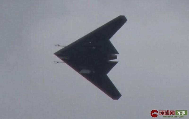 Thời gian từ lúc thực hiện bài thử nghiệm mặt đất hồi đầu năm nay cho tới lúc tung cánh trên bầu trời của chiếc Okhotnik được nhận xét là cực kỳ thần tốc.
