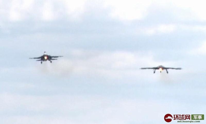 Chuyến bay đầu tiên kéo dài trong khoảng thời gian 20 phút của UCAV Okhotnik được đánh giá là thành công, người Nga kỳ vọng rằng mình sẽ sớm đuổi kịp chương trình X-47B của Mỹ.